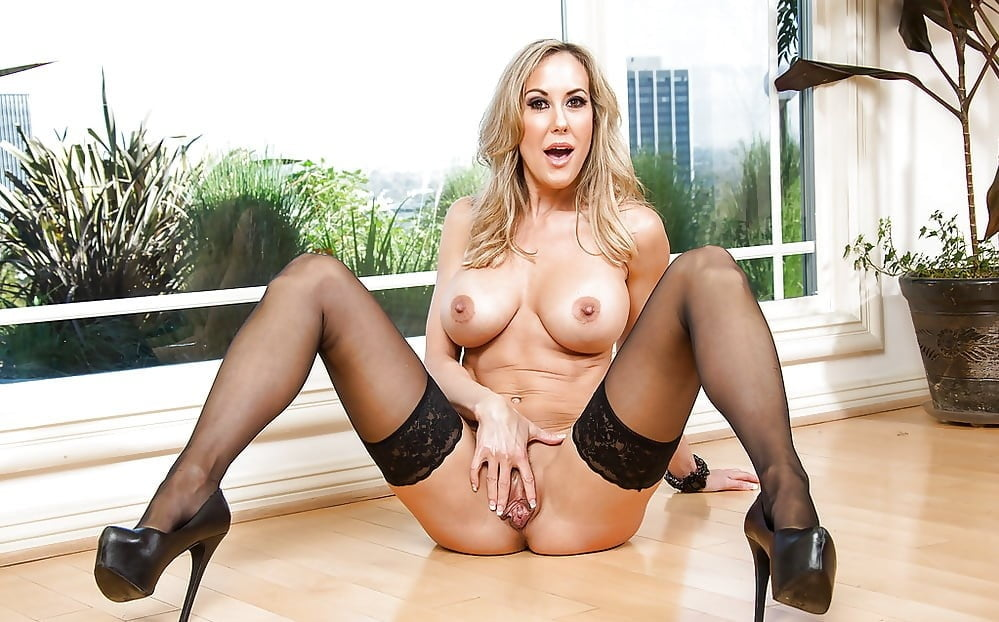 Bosomy milf brandi love is with stretched legs and with brandi