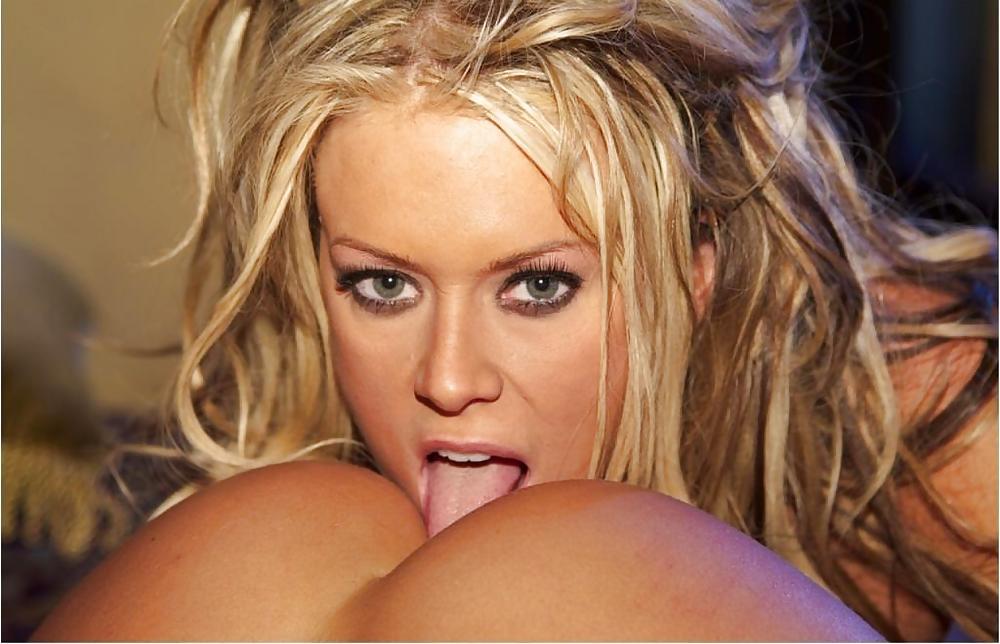 Jenna Jameson lesbian pussylicking