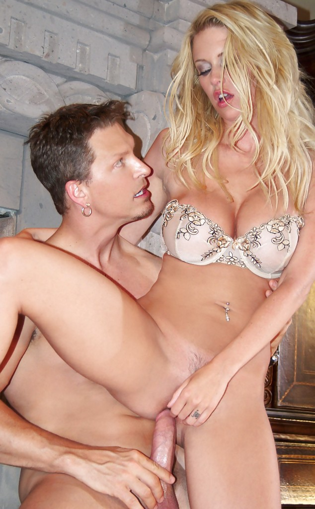 jenna jameson shows off her ridiculously hot body